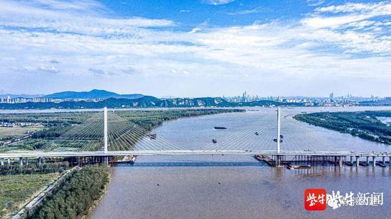 浦仪公路夹江大桥近日通过了交工验收