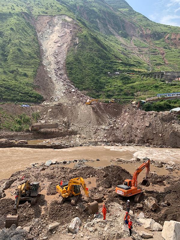8月17日,崩塌搜救事故现场 本文图片均由澎湃新闻记者 胥辉 摄