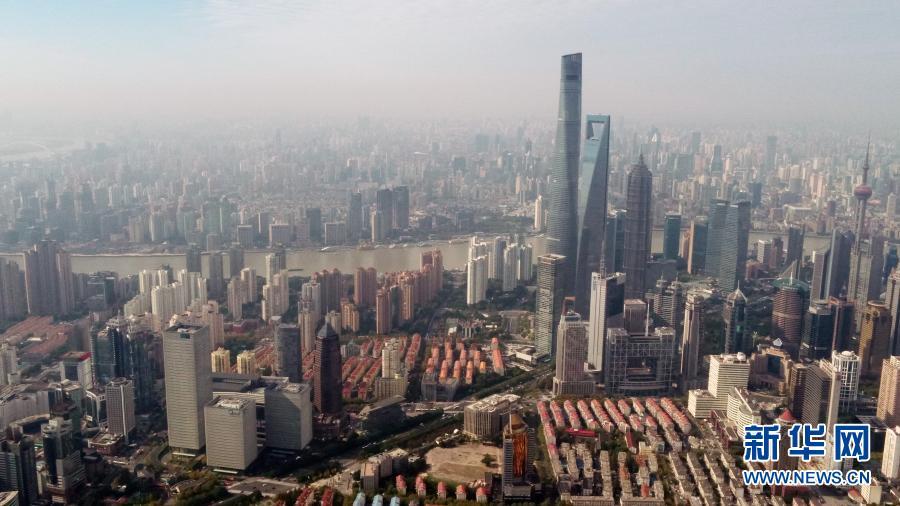 2020年11月6日拍摄的上海浦江两岸(无人机照片)。