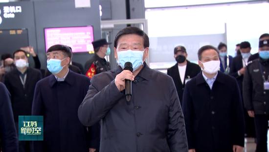江苏又一支援鄂医疗队返回 娄勤俭到南京禄口机场迎接