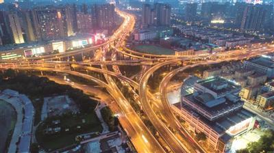 南京的交通越来越便捷。