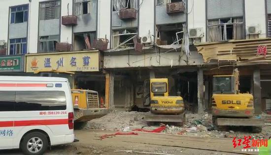 ▲小吃店爆炸后,门面已无