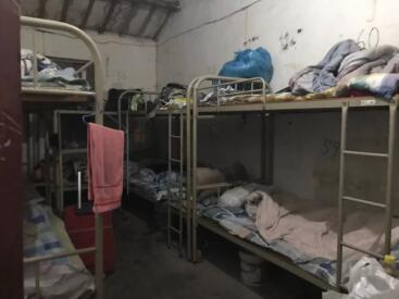 ▲廉价旅馆里的高低床。新京报记者祖一飞摄