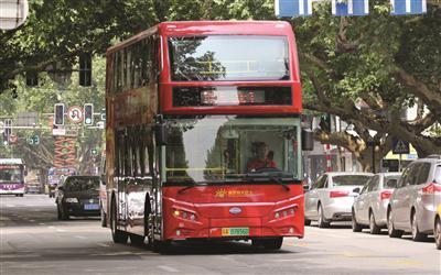 南京双层巴士开通半年遇尴尬 业内人士建议回归日常线
