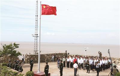 新华报业视觉中心记者 赵亚玲 摄 五星红旗飘扬在开山岛。