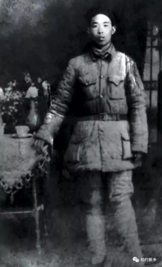 担任辉县第一任武委会主任(今人武部部长)时的郭兴。