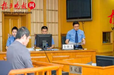 庭审现场的被告人朱福林。