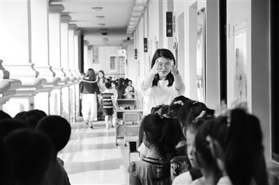 """↑致远外小新生开始接触有趣的""""始业课程""""。 新华报业视觉中心记者 刘莉 摄"""