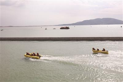 海事部门提前演练太湖水域遇险施救。