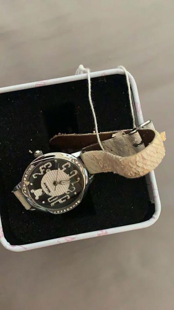 李平付款后收到带有米奇图案的二手手表