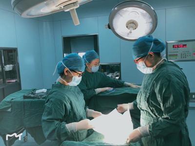 术中发现输卵管破裂,腹腔积血2000ml