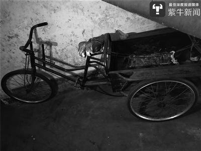 老人的三轮车。