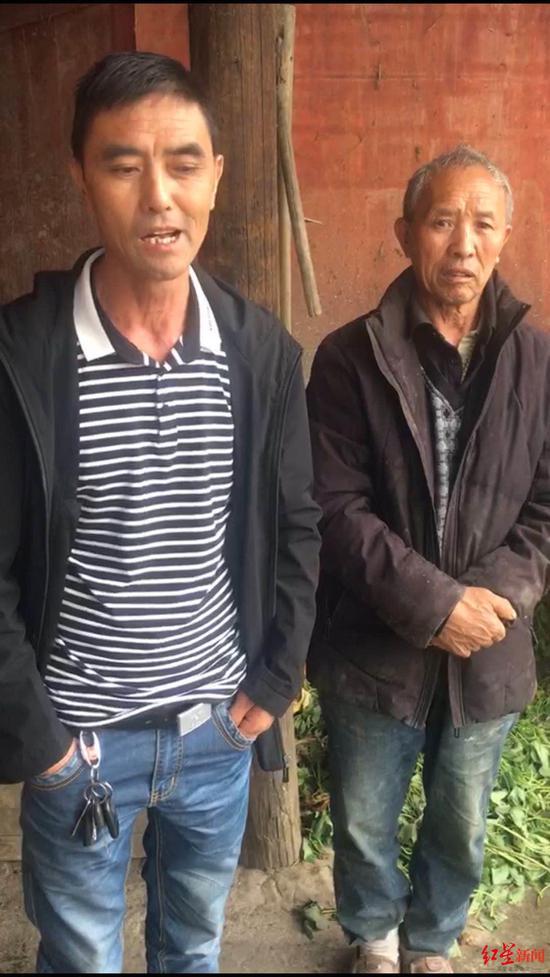罗庆刚(右)和大儿子罗先华