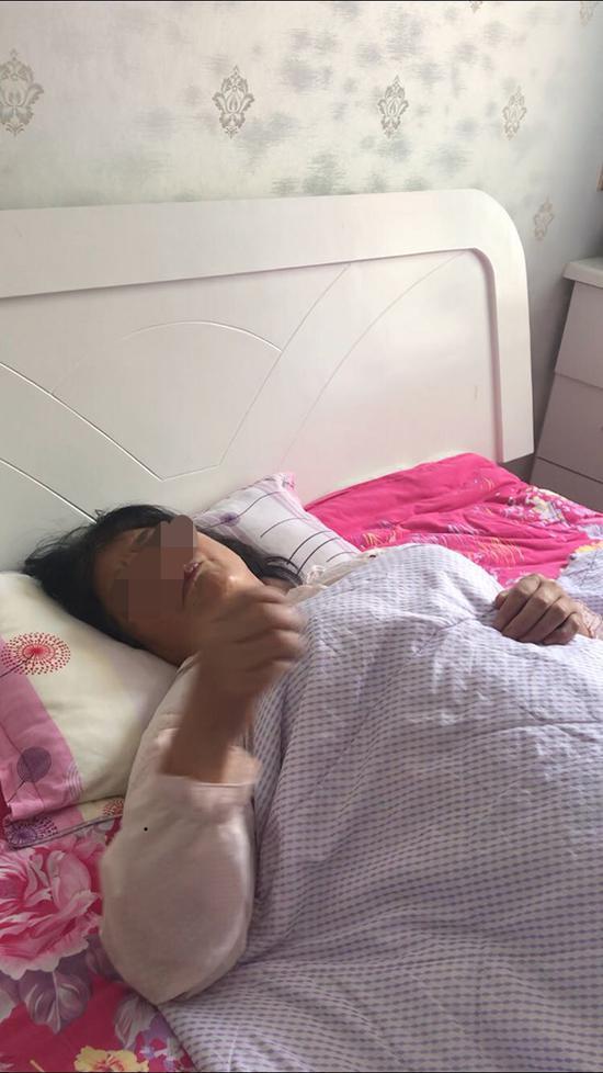 璇璇此前一直由奶奶葛女士照看,6月初,葛女士被诊断为肠癌晚期。 澎湃新闻记者 邱海鸿 图