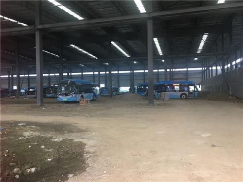 南京银隆厂房内存放的银隆公交车现场