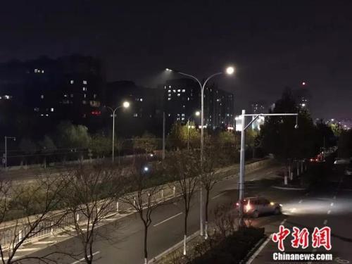 夜晚11时左右,李畔回家的路上已经没有什么车辆和行人(受访者供图)