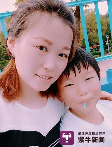 刘怡昊和妈妈贺女士