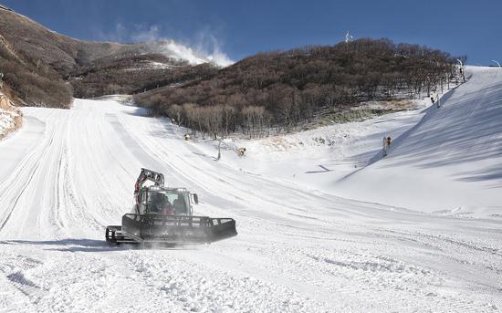 2020年12月29日,延庆国家高山滑雪中心,北京2022年冬奥会延庆赛区国家高山滑雪中心、国家雪车雪橇中心、延庆冬奥村及山地新闻中心四大场馆完工。