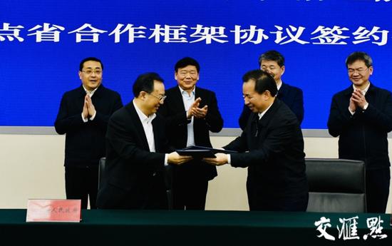 吴政隆、李干杰分别代表双方签署协议。
