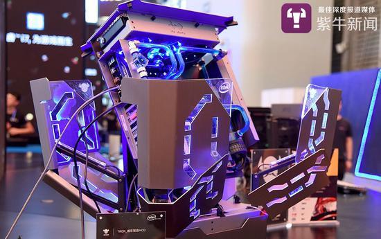 汪家宇为第五届《英雄联盟》全国高校联赛总决赛设计的MOD展机
