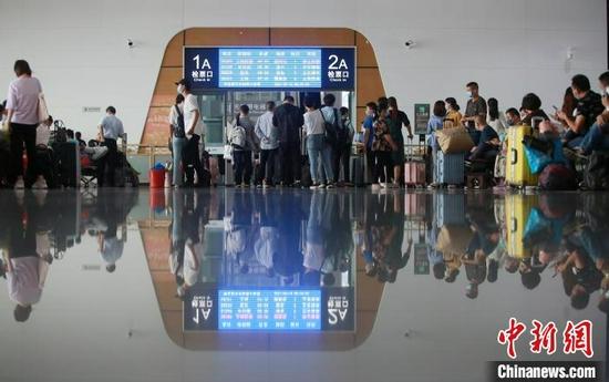 疫后重启:扬州长途客车、飞机、火车恢复运行