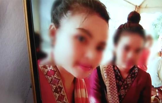 失踪的老挝女孩(左)。