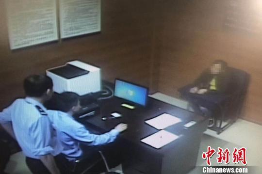 田某正在接受审问 警方供图