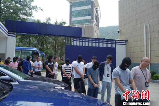 犯罪嫌疑人被押回。 嘉兴公安供图