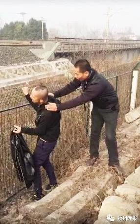 2017年的最后一天,扬州宁启线上发生一件奇葩事情。