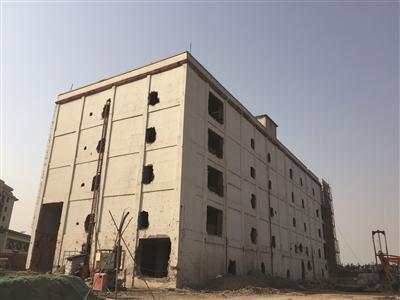仅存的一栋未被拆的厂房。