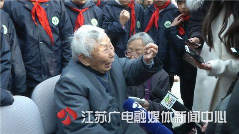 杨翠英说,爸爸、舅舅、爷爷、小弟,都是被日本人杀死的,他们死得太惨了。