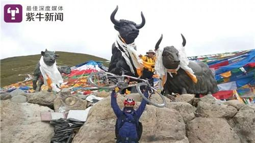 【吕旭东和藏区人民在一起】