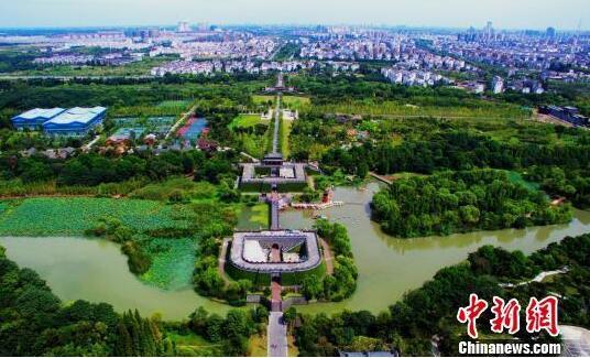 """图为新建成的""""三湾城市公园""""美景如画。 崔佳明摄"""