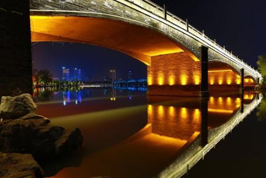 """外国友人点赞玄武湖夜景亮化:""""南京是我们最喜爱的城市"""""""