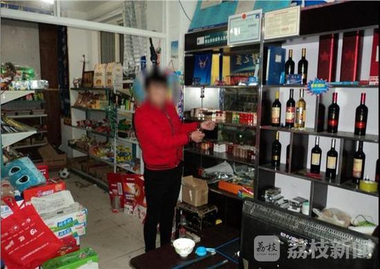目前,杨某因盗窃第12次再次被警方刑拘。