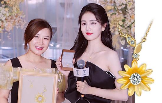 周大福品牌总经理曹丝丝女士与演员白鹿