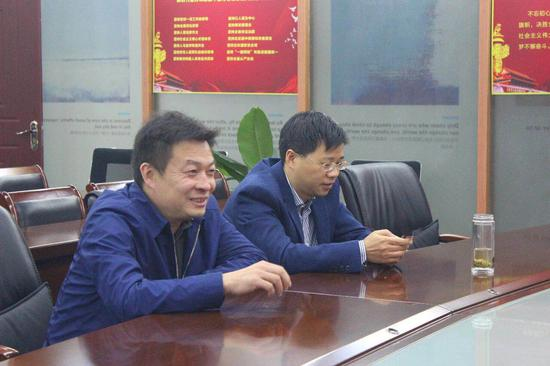 左:孟书记 右:康主席