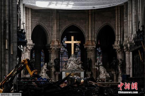 当地时间2019年5月15日,法国巴黎,外媒称,巴黎最著名的地标之一——巴黎圣母院在遭遇大火近一个月后,其内部被损毁的视频才得以公开。