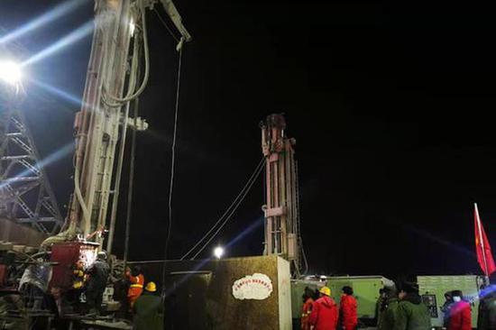 山东栖霞金矿事故现场又一处钻孔打通,将与被困人员建立联系