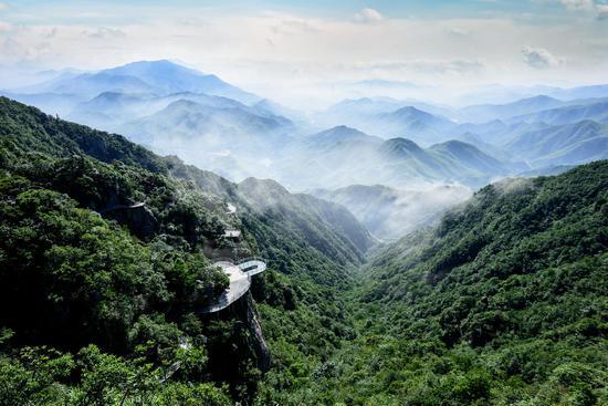 """高空刺激:悬崖上的乐园,高山上的""""步步惊心"""""""