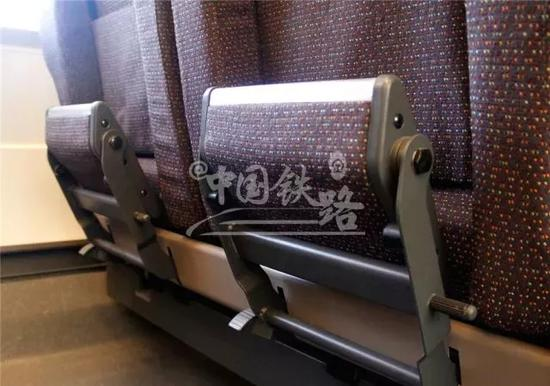 一等座席脚踏板