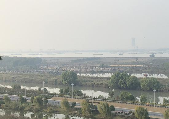 10月23日,镇江大江风云景区已基本拆除完毕。 澎湃新闻记者袁杰图