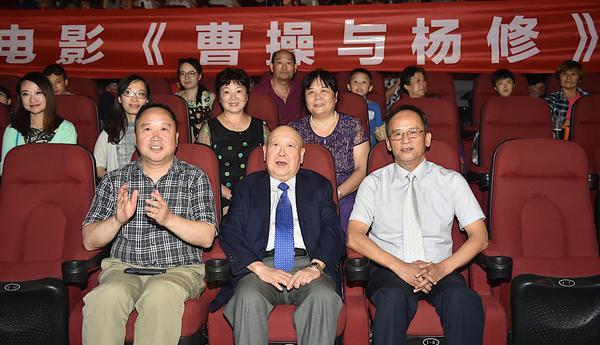 """京剧电影《曹操与杨修》南京点映""""活曹操""""78岁尚长荣现身"""