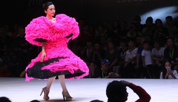 姚峰年度作品大秀南京举行 艺术魅力征服全场