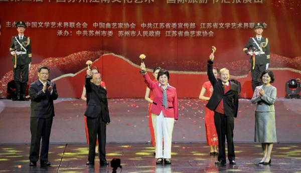 曲艺香飘江南夜 冯巩等名家云集第十一届中国曲艺牡丹奖