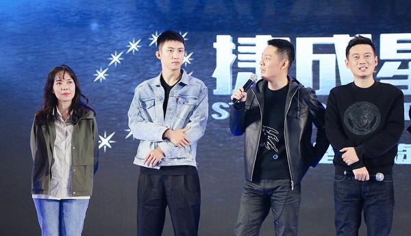黄景瑜傅程鹏惊喜现身 三部军警题材新作亮相南京