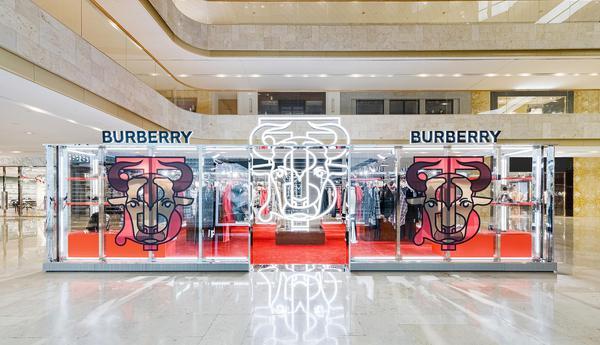 Burberry2021新禧贺岁系列限时精品店登陆南京