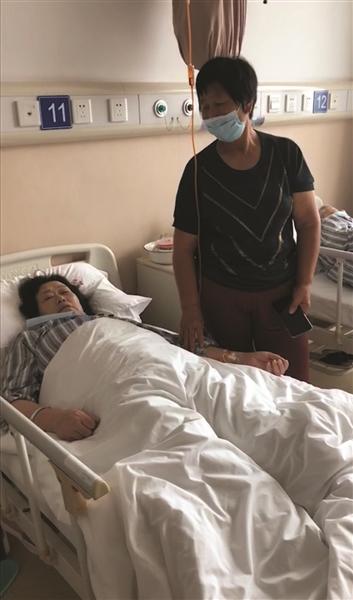 在医院治疗的吴女士
