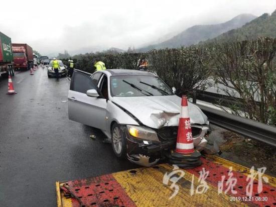 事故现场 宁波晚报 图