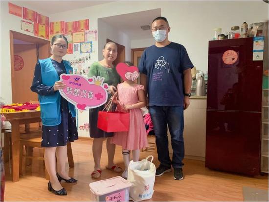团聚中秋•情暖小屋 江苏各级团组织向孩子们赠送爱心月饼